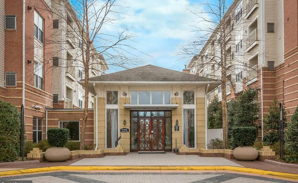Sold $405,000.00 (ABOVE LIST PRICE): 2791 Centerboro Drive #372, Vienna Va., 22181